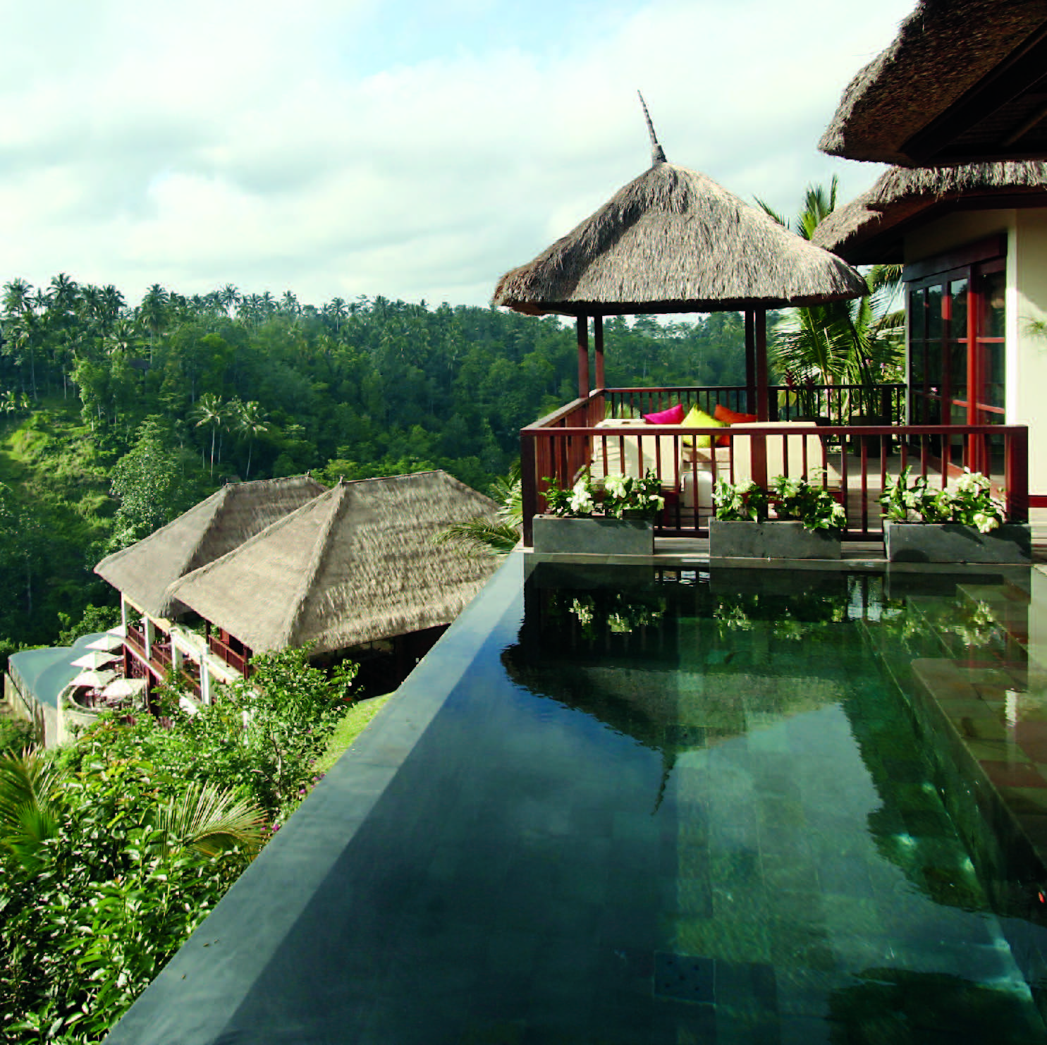 Reach for the sky vertical gardens around the world bld for Design boutique hotel ubud